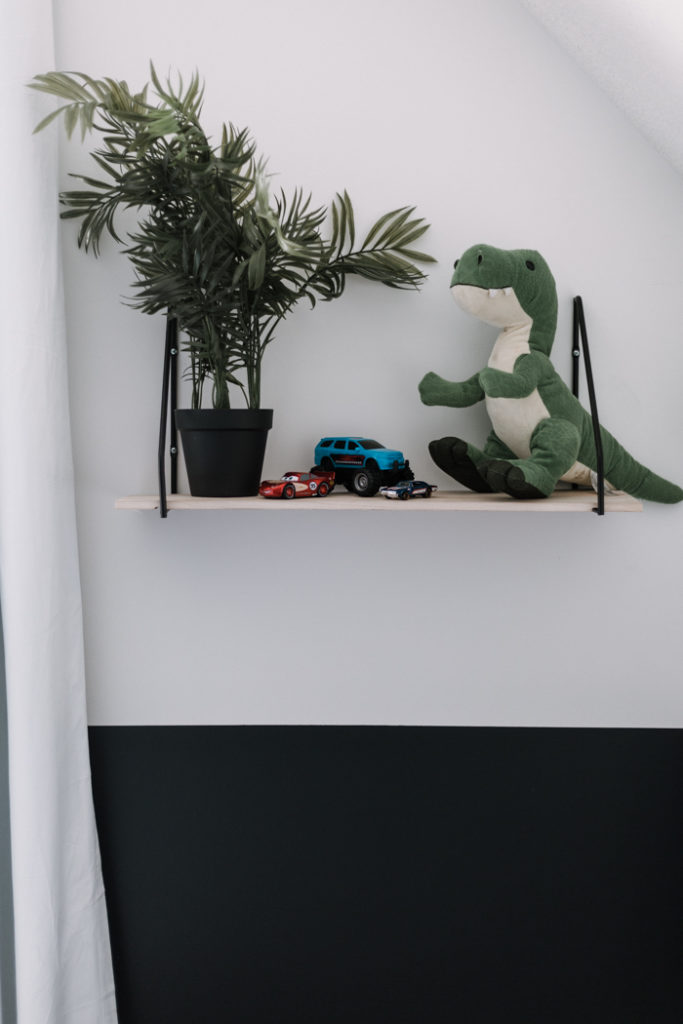 modern kids shelving for the bedroom