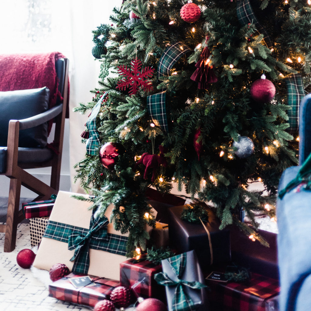 Christmas Tree with wrapped gifts