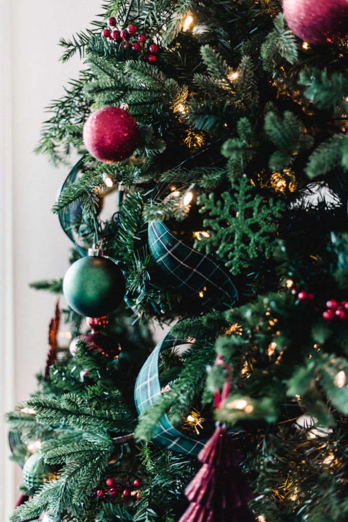 Green ribbon in the Christmas tree