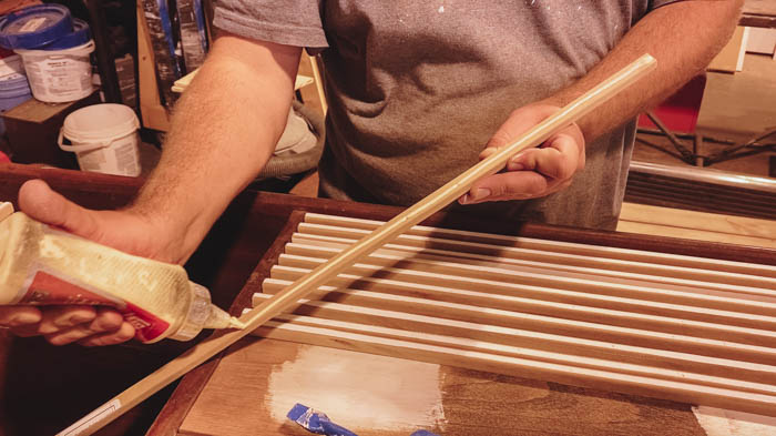 Glueing slats to wood furniture