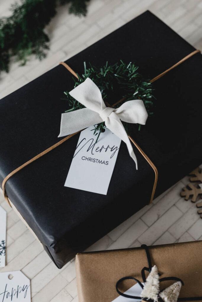 Free Merry Christmas gift tag