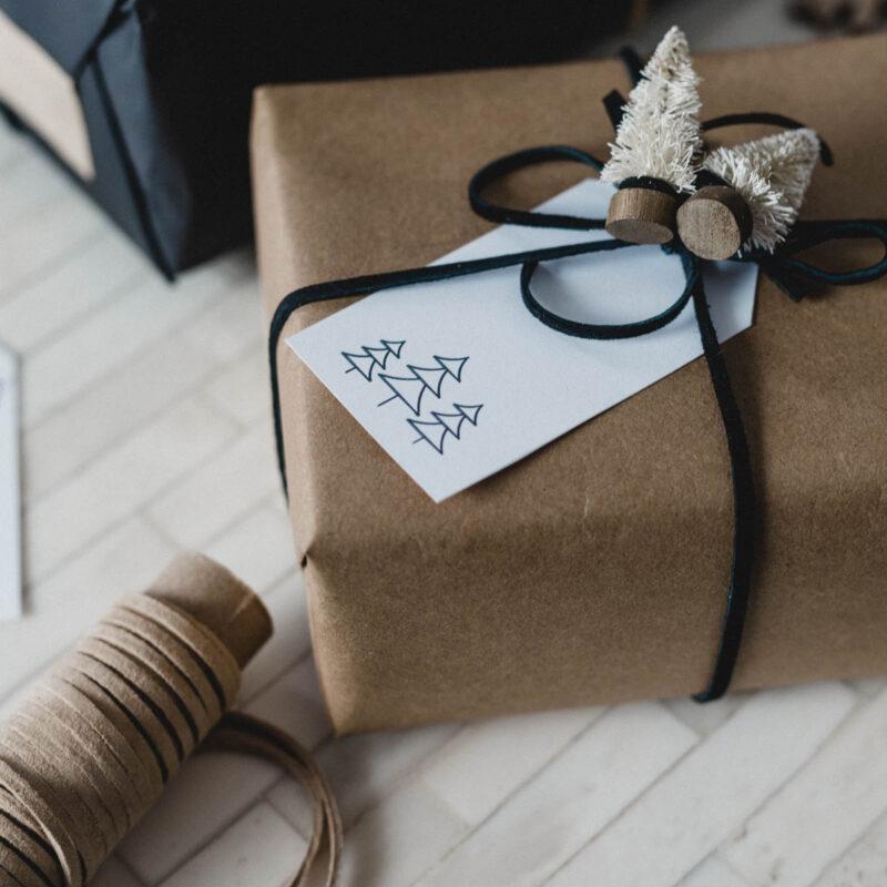 Free minimal gift tag
