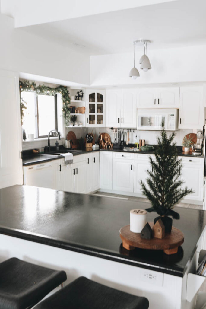 Modern Christmas Decorations for the Kitchen