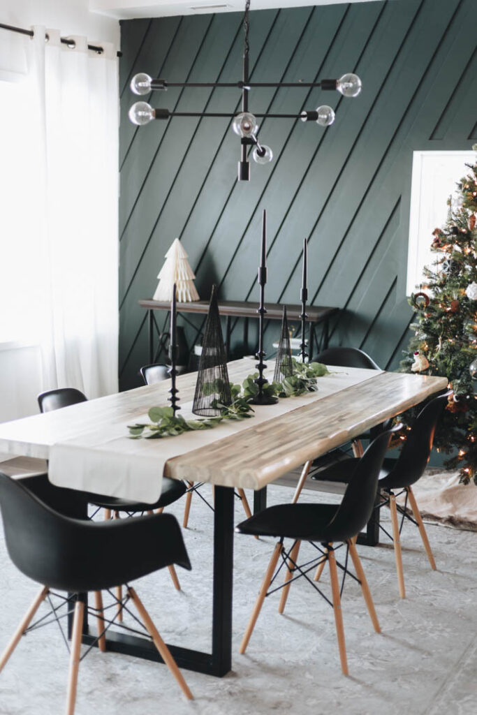 Simple table decorations for Christmas
