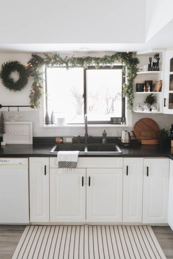 Kitchen window garland for Christmas