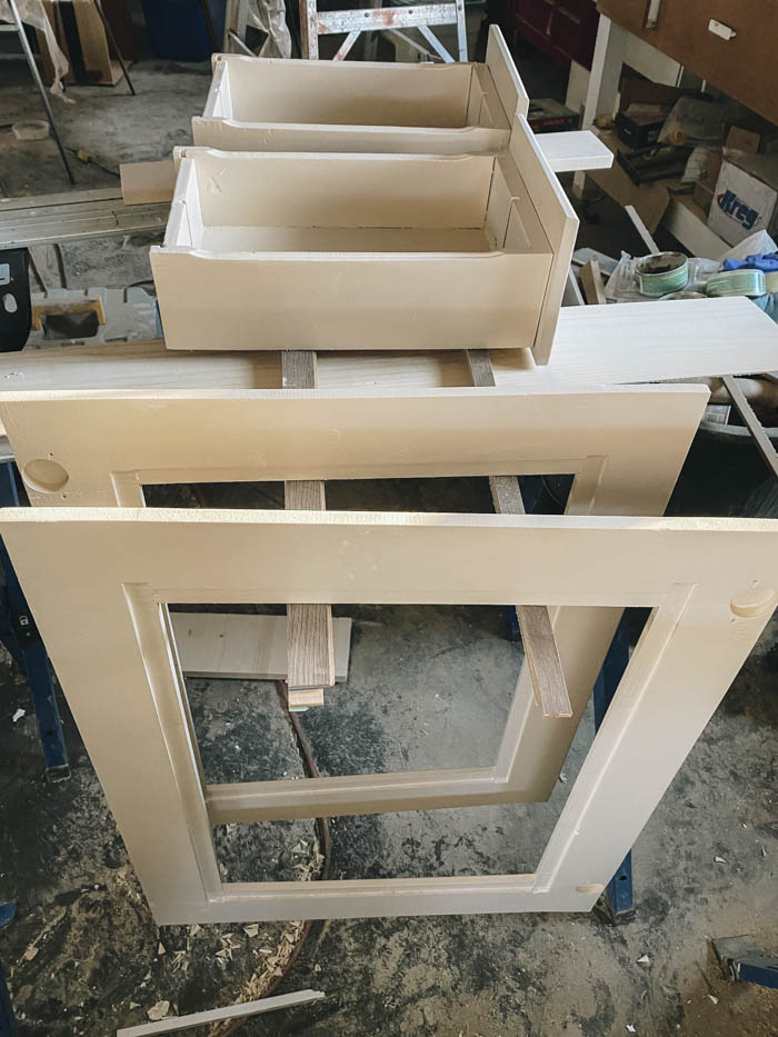 Letting cabinet drawers dry