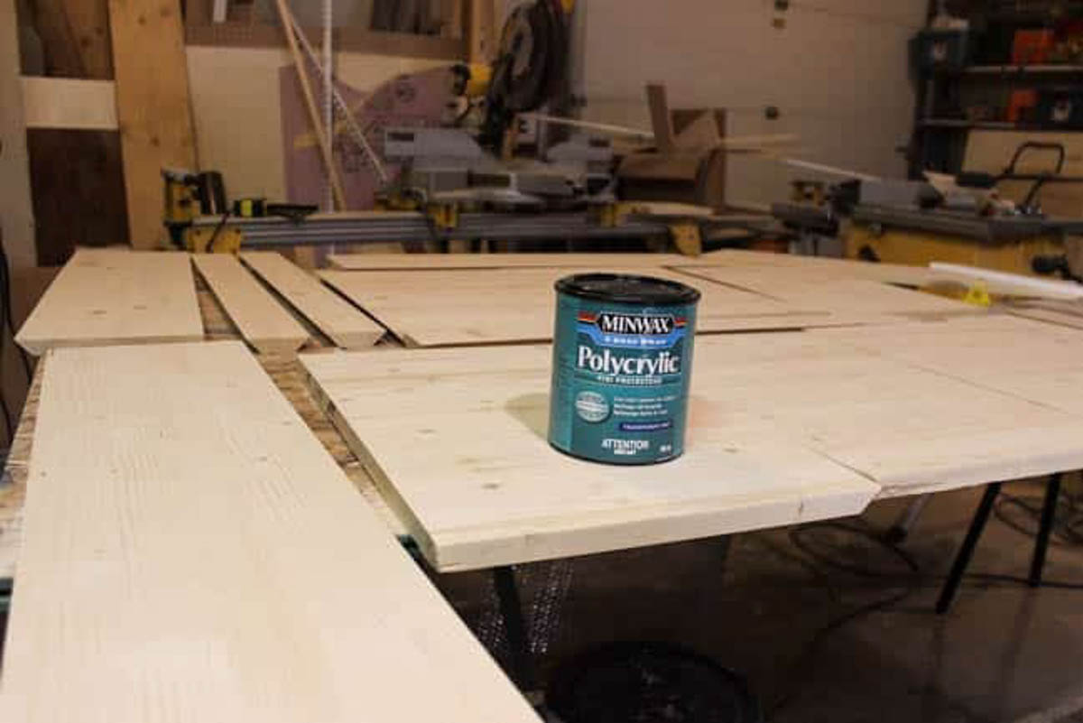 Polycrylic for sealing wood finish on easy floating shelves