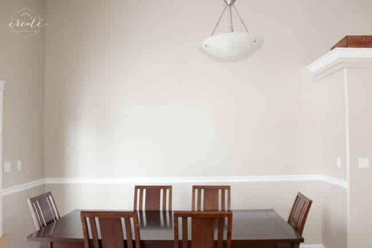Pendant light in dining room