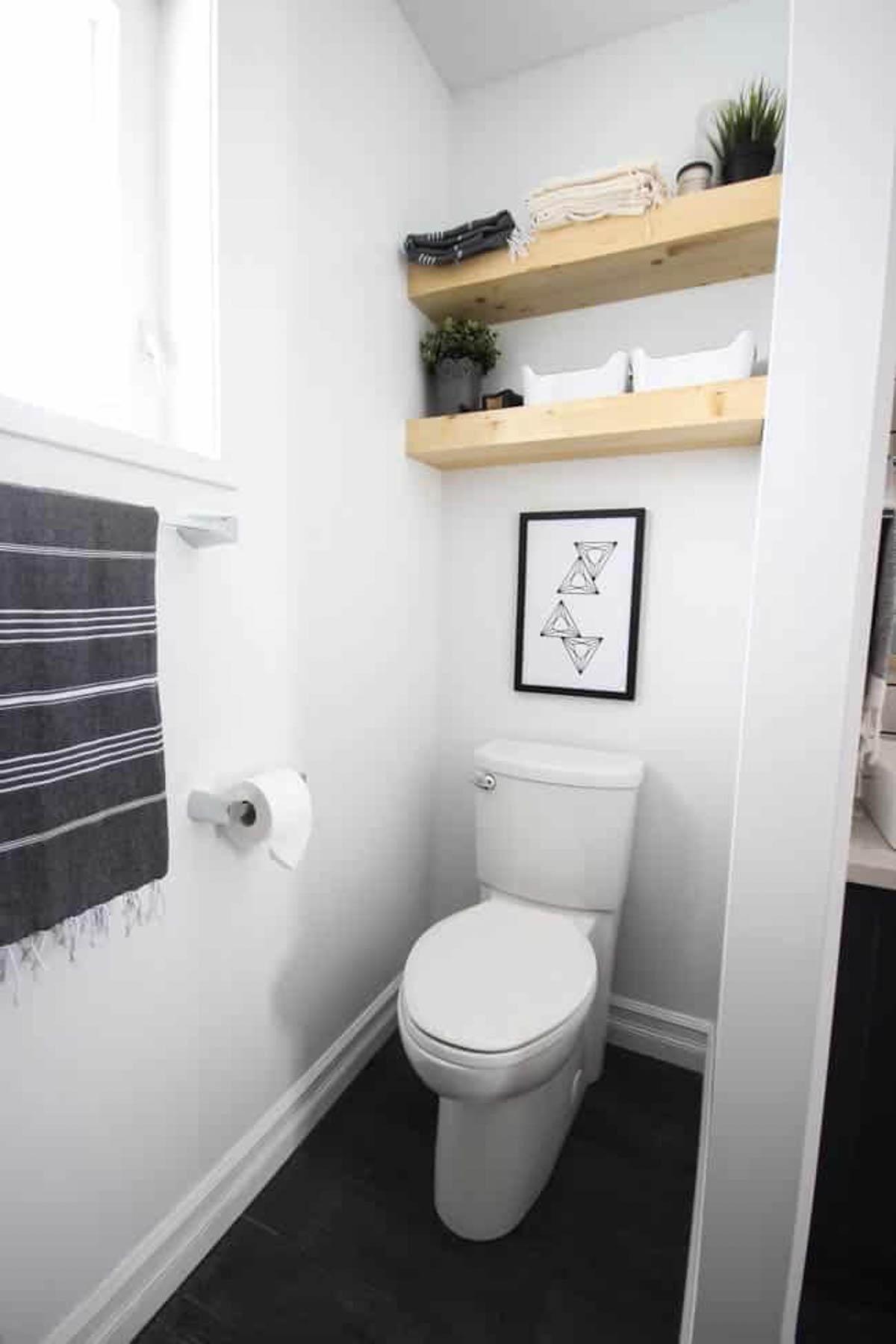 Easy floating shelves in a bathroom