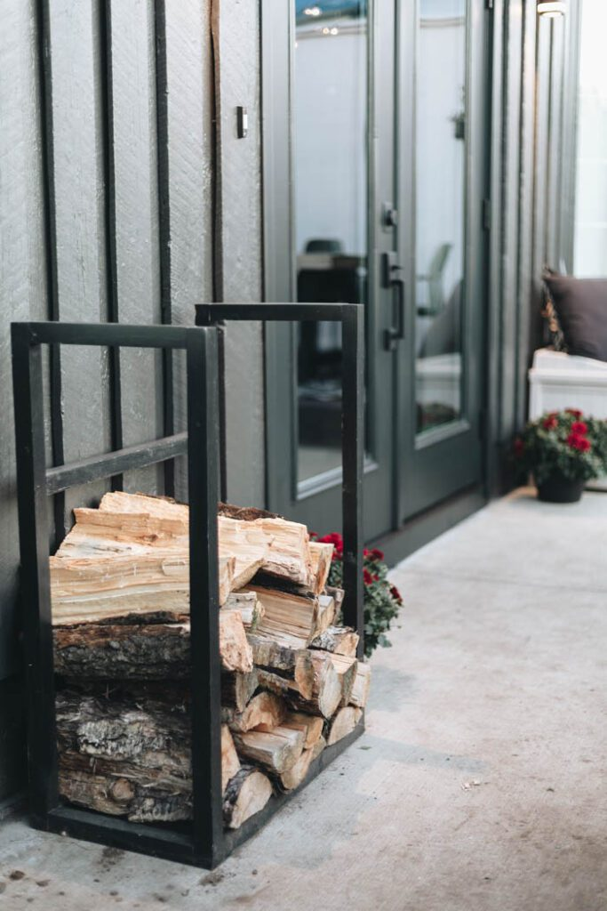 easy DIY wood rack for the patio