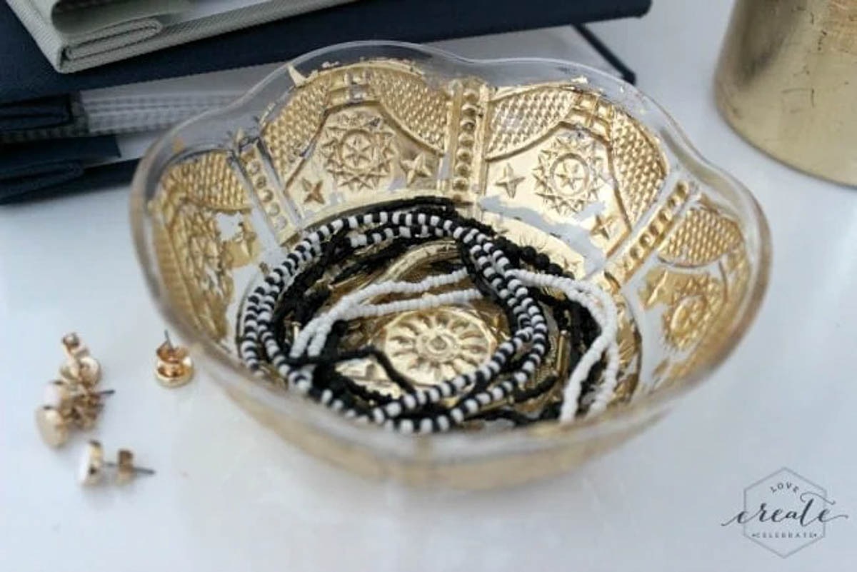 Bowl decorated with gold leaf