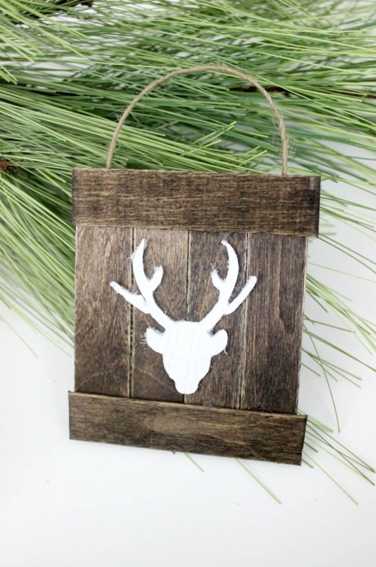 Image of a DIY mini deer pallet ornament