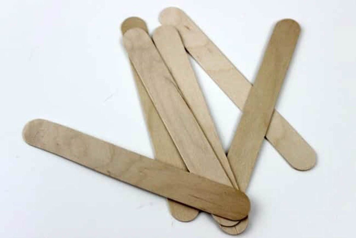 Popsicle sticks to create the mini pallet deer ornament