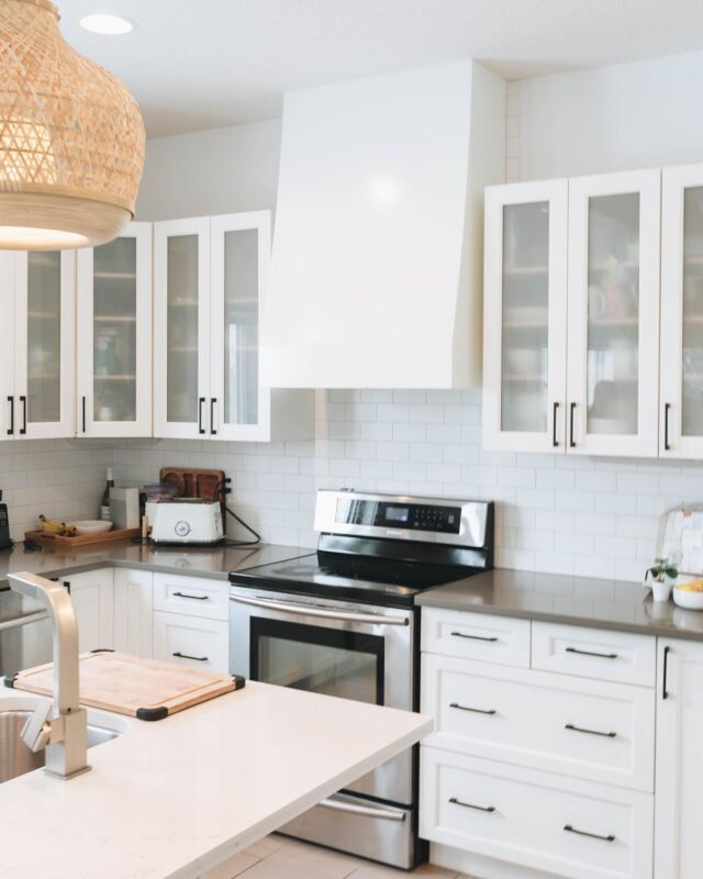 It's amazing the difference that one quick change can make to a space! ✨ We did an upgrade for one of our clients' kitchens and couldn't be happier with how this custom range hood came out! What do you think? (Swipe to see the before hood —>). If you could do any one upgrade right now, what would you do?? @lccdesigns   #custommade #dreamkitchen #rangehood #cljsquad #kitchensofinstagram #renovation
